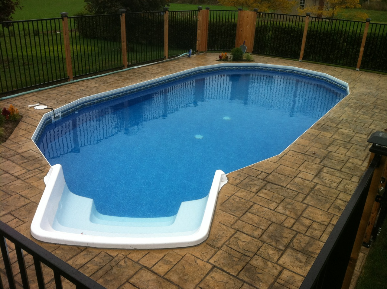 Ultimate Oval 8rad stair inground pool